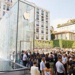 apple milan piazza liberty - outside queue